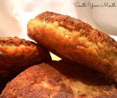 Classic Salmon Patties (or Salmon Croquettes) pan fried until golden brown and delicious!substitute salmon filet or my canned salmon instead of canned from store Salmon Recipes, Fish Recipes, Seafood Recipes, Great Recipes, Cooking Recipes, Favorite Recipes, Entree Recipes, Savoury Recipes, What's Cooking