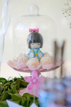 boneca japonesa dá toque oriental e delicado à festa de aniversário