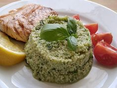 So šalátom aj ako hlavné jedlo. Quinoa, Steak, Grains, Food, Diet, Bulgur, Essen, Steaks, Meals