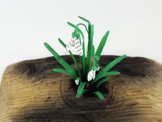 love the bright green of snow drops! The first signs of life after a cold winter! These were made from recycled paper by artist Kate Kato ( www.kasasagidesign.com )
