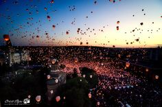 Iasi, Romania - World Guinness Record of Sky Lanterns 2012 Sky Lanterns, Guinness Book, Chinese Lanterns, World Photo, World Records, Our World, Countries Of The World, Romania, Places To Go
