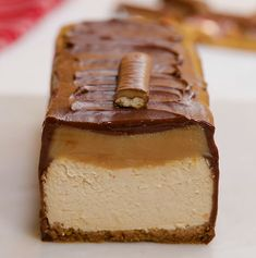 Giant Twix Cheesecake We& not playing twix, this thing is HUGE. The post Giant Twix Cheesecake & Foooooood appeared first on Food . Just Desserts, Delicious Desserts, Dessert Recipes, Yummy Food, Fancy Desserts, Snacks Recipes, Frozen Desserts, Candy Recipes, Dessert Bars