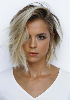 62 popular short hairstyles for fine and fine hair (+ 3 tips for CRAZY Volume) -. 62 popular short hairstyles for fine and fine hair (+ 3 tips for CRAZY Volume) - - Haircuts For Thin Fine Hair, Bob Haircut For Round Face, Bobs For Thin Hair, Short Curly Haircuts, Popular Short Hairstyles, Round Face Haircuts, Long Bob Hairstyles, Short Hair Cuts For Women, Haircut Short