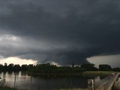 http://www.nssl.noaa.gov/education/svrwx101/tornadoes/img/wallcloud-natchitoches-0916-800.jpg