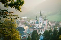 ServusTV Heimatleuchten aus Mariazell © servustv_markuschr Servus Tv, War, Mansions, House Styles, Decor, Pride, Light Fixtures, Decoration, Manor Houses