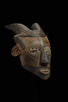 mask  Materials wood, metals > metal  Place of collecting Democratic Republic of the Congo > Kasaï  Culture Kuba  Acquisition related person Henry Pareyn, as seller  Date of acquisition 1911-09-16  Dimensions 70 cm x 32,2 cm