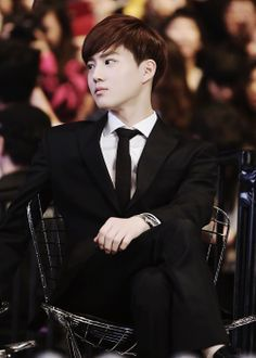 Suho looks so classy in a suit. Sometimes I forget that he's more than EXO's mo; he's the handsome leader. ^^