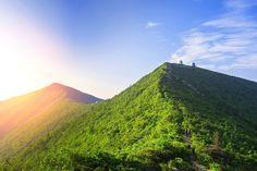 Với nhiều du khách, công viên quốc gia Seoraksan là điểm đến đẹp như mơ với quang cảnh đồi núi ngút ngàn và những biển mây bồng bềnh trên đỉnh núi.