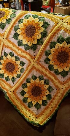 Excellent Screen sunflower Crochet Blanket Suggestions Here i will discuss an amount of crochet principles to produce the crocheting much easier and much m Easy Knitting Projects, Easy Knitting Patterns, Afghan Crochet Patterns, Crochet Projects, Granny Square Crochet Pattern, Crochet Squares, Crochet Granny, Knit Crochet, Blanket Crochet