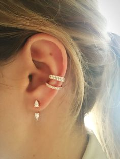 Ideas for ear piercings. Double piercings and unique piercings including helix, rook and lobe. Earring styles including hoop, minimalist and statement. Gold and silver earrings. Piercing Implant, Ear Cuff Piercing, Orbital Piercing, Cute Ear Piercings, Conch Piercing Jewelry, Ear Piercings Conch, Peircings, Ear Piercing Guide, Unique Piercings