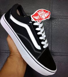 Vans Old Skool Classic Girls Sneakers, Vans Sneakers, Vans Shoes, Sneakers Fashion, Fashion Shoes, Cute Vans, Cute Shoes, Me Too Shoes, Vans Vintage