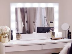 Diy Makeup Mirror With Lights Vanity Tables Closet Ideas - Decor Diy Home Diy Makeup Mirror, Bedroom Makeup Vanity, Makeup Vanity Mirror With Lights, Lighted Vanity Mirror, Vanity Room, Makeup Rooms, Vanity Set, Ikea Mirror Lights, Vanity Table With Lights