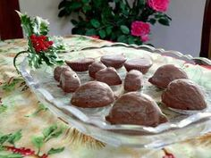 SPLENDID LOW-CARBING BY JENNIFER ELOFF: FANCY CHOCOLATES - This helped me through one Christmas holiday.  Good recipe to squirrel away for the holidays. Visit us at: https://www.facebook.com/LowCarbingAmongFriends