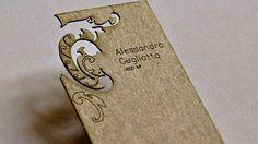 Alessandro Gugliotta  木を型抜いた物に印刷を施したデザイン