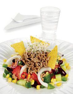 Dette kan være en ny og spennende variant av fredags-tacoen! Mye salat og grønnsaker.