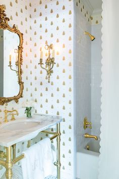 18 Gorgeous Marble Bathrooms with Brass & Gold Fixtures Gold fixtures in marble bathroom with gilded mirror and spotted wallpaper, White Marble Bathrooms, Modern White Bathroom, Gold Bathroom, Rustic Bathrooms, Dream Bathrooms, Bathroom Fixtures, Beautiful Bathrooms, Bathroom Ideas, Transitional Bathroom