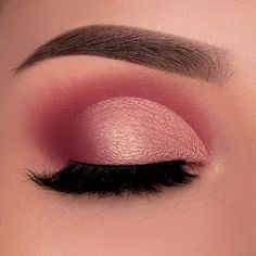 Pretty eyeshadow looks help your eyes looks majestic and has the power to transform your whole look. With pretty makeup looks for brown eyes, here are some ideas. Makeup Eye Looks, Eye Makeup Steps, Eye Makeup Art, Natural Eye Makeup, Simple Eye Makeup, Cute Makeup, Perfect Makeup, Glam Makeup, Pretty Makeup