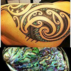 Tattoo that mimics the iridescent inside of the abalone shell! Those colors! Koru Tattoo, Maori Tattoos, Calve Tattoo, Polynesian Tribal Tattoos, Polynesian Designs, Maori Tattoo Designs, Samoan Tattoo, Body Art Tattoos, Tatoos