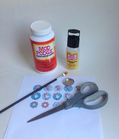 """Bottle cap centers for hairbows- how to """"fake"""" epoxy with modpodge"""