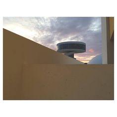 Amanece. #niemeyer #architecture