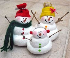Omg I love these, customize them to be your own family. Make a Salt Dough Snowman Family