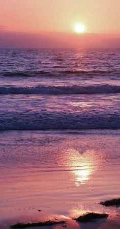 sunset heart oceans beach - Explore the World with Travel Nerd Nici, one Country at a Time… Sunset Love, Beautiful Sunset, Beautiful World, Beautiful Places, Sunset Beach, Beach Sunsets, Purple Sunset, Sunset Pics, Heart In Nature
