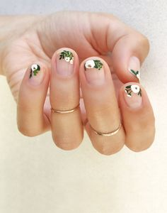 Hand painted White Floral using Essie Martin - Best Nail Art Cute Spring Nails, Spring Nail Art, Nail Designs Spring, Nail Art Designs, Nails Design, Spring Art, Spring Style, Salon Design, Flower Nail Designs