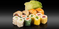 MATSUE - 12 pièces - 4x california: tobiko, saumon/concombre/surimi 8x maki: thon, saumon, concombre, salade wakame Bento, Ethnic Recipes, Cucumber, Salad, Tuna