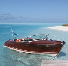Building your own boat can be cheaper than buying a manufactured boat. A boat that you have made yourself can b Yacht Design, Boat Design, Riva Boat, Yacht Boat, Chris Craft Wooden Boats, Ski Nautique, Wooden Speed Boats, Classic Wooden Boats, Classic Boat
