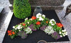 Grabbepflanzung im Herbst - Grab # Garten # Gartenblumen # Gartenblumenideen, Grave Flowers, Cemetery Flowers, Silk Flowers, Funeral, Grave Decorations, Succulent Wreath, Sympathy Gifts, Garden Stakes, Memorial Gifts