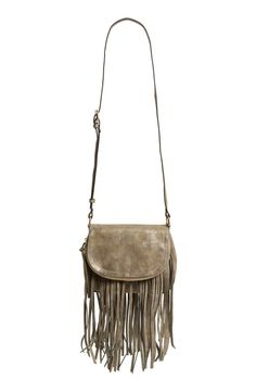 Can't get over how stylish and chic this fringe crossbody bag is! Festivals, Friday nights, or just for fun, this is the perfect go-to.