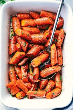 These Roasted Brown Butter Honey Garlic Carrots from The Recipe Critic make an excellent side dish for any meal! They are roasted to tender perfection in the most incredible brown butter honey garlic sauce! Source by tanjusa CLICK Image for full details Vegetable Side Dishes, Vegetable Recipes, Vegetarian Recipes, Cooking Recipes, Vegetarian Thanksgiving, Thanksgiving Recipes, Honey Carrots, Baby Carrots, Cooked Carrots