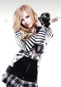 FAVORITE PICTURE. EVER. Avril Lavigne and a camera? Yes!