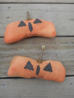 Set of 2 Extreme Primitive Grungy Pumpkin Ornies Bowl Fillers Sitter Handmade  #NaivePrimitive