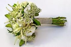ramo de novia con margaritas - Buscar con Google Wedding Bouquets, Floral Arrangements, Table Decorations, Jewelry, Google, Wedding Ideas, Ideas Para, Weddings, Diy