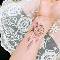 Tattoos for women: Ideas, photos and designs full of meaning! - Tattoos for women: Ideas, photos and designs full of meaning! Mom Tattoos, Wrist Tattoos, Sexy Tattoos, Body Art Tattoos, Small Tattoos, Tattoos For Women, Tatoos, Pretty Tattoos, Beautiful Tattoos