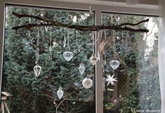 Minimal Christmas, Christmas Mood, Simple Christmas, White Christmas, Christmas Crafts, Christmas Ornaments, Decoration Table, Xmas Decorations, Christmas Window Display