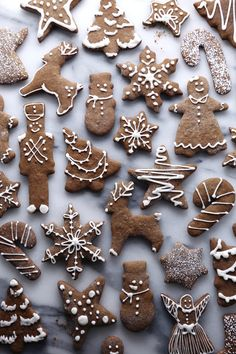 A delicious gingerbread cookie that's free of gluten and refined sugar! Doesn't spread much during baking and it holds the shape of cut-outs well! Cocoa Cookies, Almond Cookies, Chocolate Cookies, Paleo Chocolate, Iced Cookies, Chip Cookies, Kinds Of Cookies, Cut Out Cookies, Decorated Cookies
