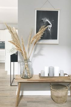 Pampasgras ist eine super Deko-Idee, die uns sommerlich an den letzten Strandurl… Pampas grass is a great decoration idea that reminds us of the last beach holiday in the summer. Discover even more home ideas on COUCHstyle up Scandinavian Style, Interior Inspiration, Living Room Decor, Sweet Home, Home And Garden, House Design, Interior Design, Furniture, Beach Holiday