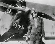 Amelia Earhart Atlantinylityslennon jälkeen. Amelia oli ensimmäinen nainen, joka suoritti atlantinylityslennon. [1928]