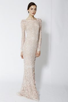 Marchesa Resort 2014 — with curves, this dress would look gorgeous! Modest Fashion, Fashion Dresses, Runway Fashion, Fashion Models, Bridal Dresses, Wedding Gowns, Beautiful Gowns, Dress To Impress, Marie