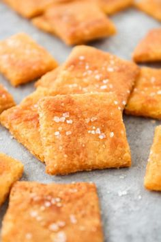 Low-Carb Cheez-Its: Low-carb, keto, gluten-free, grain-free, vegetarian, & refined-sugar-free! Only 2.2g net carbs per serving! #keto #lowcarb #primal #snack #ketosnack #healthysnack #lowcarbsnack
