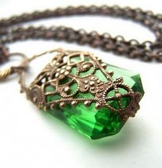 The emerald is the stone of the D'Nore family, so Loren would probably have a pendant like this.