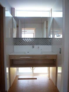 *入居前web内覧会*⑨洗面室|快適な終の棲家を Interior Design Living Room, Living Room Designs, Washroom, Double Vanity, Laundry Room, Sink, Bathtub, Windows, Architecture