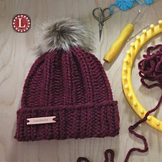 Loom Knitting Patterns Chunky Winter Hat Beanie Slouchy Pattern for Extra Large Round Looms M. : Loom Knitting Patterns Chunky Winter Hat Beanie Slouchy Pattern for Extra Large Round Looms Men Women by Loomahat Loom Knitting For Beginners, Round Loom Knitting, Beginner Knitting Projects, Loom Knitting Stitches, Chunky Knitting Patterns, Loom Patterns, Stitch Patterns, Sock Knitting, Knitting Tutorials