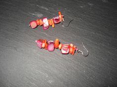 Wunderschöne Bambuskoralle Ohrhänger mit 12 Korallensplittern und 6 ungeformten Perlmutt Nuggets. http://de.dawanda.com/product/34218161-925-Silber-Ohrhaenger-Koralle-Perlmutt Dieser Ohrhänger ist von schlichter Schönheit, ni...