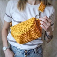 Discover recipes, home ideas, style inspiration and other ideas to try. Mochila Crochet, Crochet Tote, Crochet Handbags, Crochet Purses, Free Crochet Bag, Crochet Backpack Pattern, Tote Pattern, Crochet T Shirts, Yarn Bag