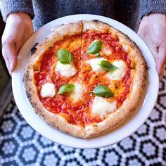 Où prendre les meilleures pointes de pizzas à travers la ville? On vous parle ici des meilleures pizzas de Montréal à essayer avec appétit.