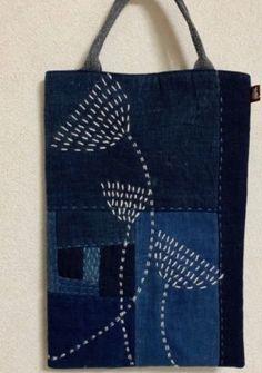 Давайте не покупать, а шить сумки | Лоскутки Любви | Яндекс Дзен Embroidery Stitches, Embroidery Patterns, Hand Embroidery, Embroidery Fashion, Patchwork Bags, Quilted Bag, Shashiko Embroidery, Boro Stitching, Crochet Shell Stitch