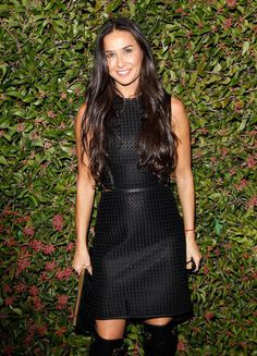 Demi Moore, a beautiful inverted triangle dressed in this lovely dress earlier this year. Even though her long hair draw attention to her torso, the slight A line dress with a cinched waist completely balances out her proportions! Plus the thigh high boots are really sexy in her!